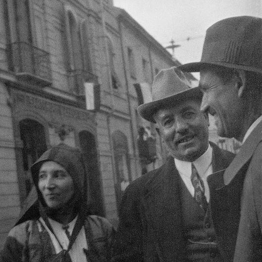 Montanaru con la moglie e Francesco Ciusa - foto di A. Ballero