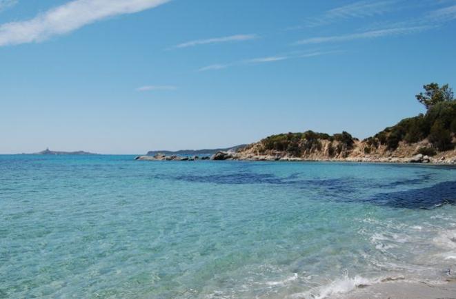 L'Isola dei Cavoli vista dalla spiaggia di Campus - Foto di P. Angelotti